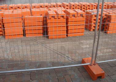 China Steel Temporary Fencing 2.4x2.1 Meter With Concrete Filled Plastic Feet supplier