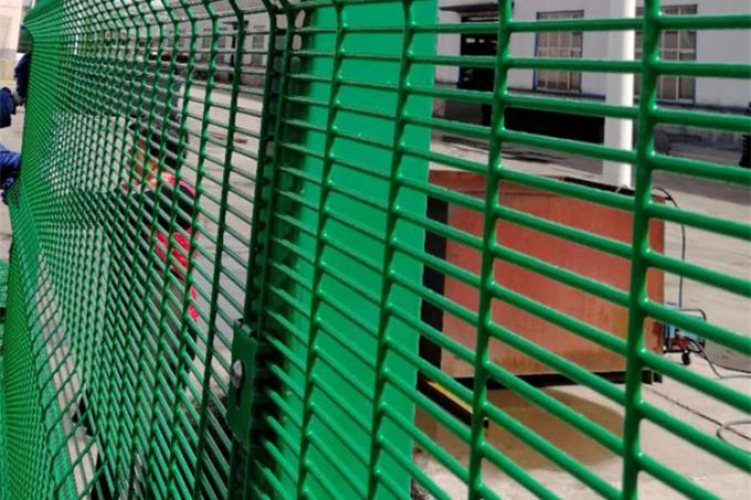 4mm Wire Dia Welded Mesh Fencing , High Security Fence Powder Coated